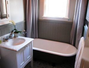 bathroom, wainscoting, bathtub
