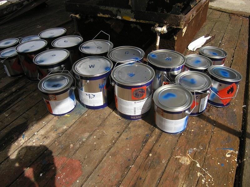 paint, primer, cans