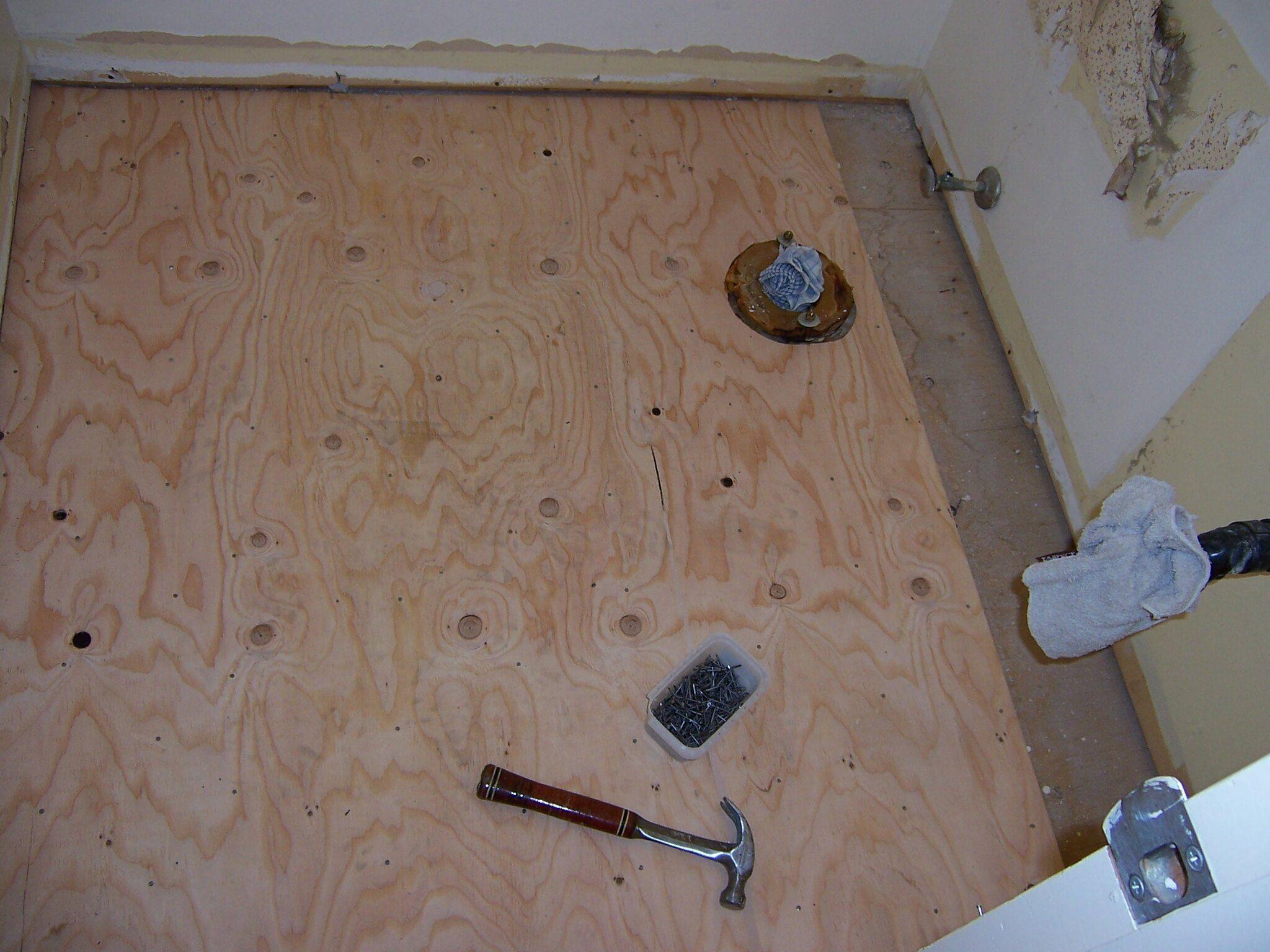 installing plywood subfloor